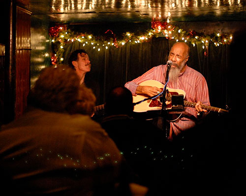 800px-Richie_havens_at_the_turning_point