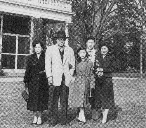 Yoko Ono con la famiglia
